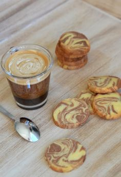 Sablés marbrés vanille-chocolat. Thermomix Chocolate Thermomix, Dessert Thermomix, Cooking Chef, Cooking Time, 13 Desserts, Sweet Corner, Biscotti Cookies, Easy Baking Recipes, Bread Cake