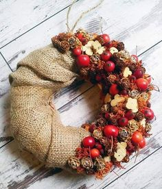 Our goal is to keep old friends, ex-classmates, neighbors and colleagues in touch. Christmas Crafts, Christmas Decorations, Christmas Ornaments, Holiday Decor, Autumn Wreaths, Holiday Wreaths, Autumn Crafts, Fall Diy, Flower Decorations