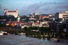 Überschwemmungen in Pressburg (SME) Bratislava Slovakia, New York Skyline, Juni, Travel, Voyage, Viajes, Traveling, Trips, Tourism