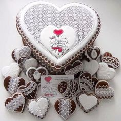 Svadobné medovníky kazeta srdce Cupcakes, Cupcake Cookies, Sugar Cookies, Heart Shaped Wedding Cakes, Haute Cakes, Stitch Cake, Elegant Cookies, Valentines Day Food, Cookie Box