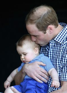 Prince George with his dad, Prince William #cuddles #cute