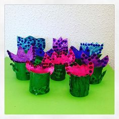 Coloridas flores que hicieron mis alumnos de 1ero de Primaria en clases de arte 🌹🌻🌷