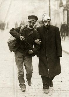 The Great War / First World War. German and Belgian soldiers, both wounded, arm in arm in the streets. World War One, First World, Ww1 Soldiers, Photos Originales, The Great, War Image, Vintage Photographs, Vintage Photos, Historical Photos