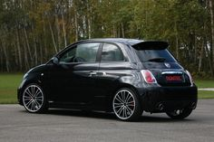 fiat 500... not an abarth but still. I WANT!!!