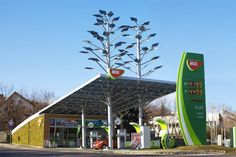 Hungarian oil and gas company MOL on Thursday inaugurated a more than HUF 300m environmentally-friendly filling station that has a charging station for electric vehicles as well as fuel pumps. The filling station costs about half as much to operate as conventional stations, MOL's sales director for Hungary Jeno Horvath Dori said. The charging station uses technology from ABB.