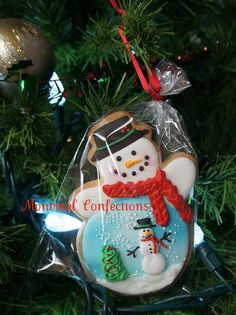 Snowman globe cookie ornament you can eat! Snowman Cookies, Christmas Sugar Cookies, Christmas Sweets, Christmas Goodies, Holiday Cookies, Christmas Baking, All Things Christmas, Christmas Holidays, Christmas Crafts