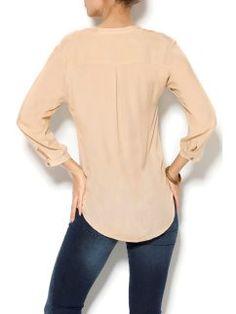 Blusa cuello mao con botones hasta la cintura y bolsillo