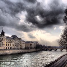 La Seine (Paris, France) yes have seen it just like this