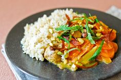 Sauce marocaine incontournable pour accompagner les poissons, la chermoula peut être utilisée en marinade avant la cuisson, ou comme un condiment à table.