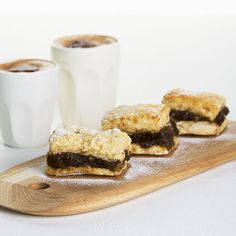 RECIPENOURISH CAFE PHOTOGRAPHDAVIDE ZERILLI ISSUE84 READY IN 45 MINUTES MAKES 8 2 cups (320g) chopped pitted dates ¾ cup boiling water 2 cups self-raising flour, plus extra for dusting ½ teasp...