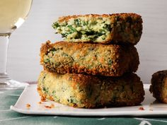 Golden Semolina Quinoa Spinach Cakes | These healthy vegetarian patties are coated with panko bread crumbs so they become deliciously crispy in the skillet.