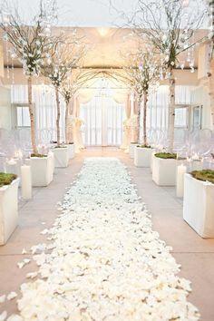 Cérémonie Laïque - Chemin de pétales de roses Ceremony - Roses petals aisle