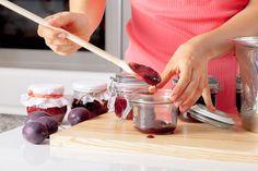 Jak zavařovat ovoce bez cukru a přesto mít marmeládu sladkou Chocolate Fondue, Vodka, Sugar, Desserts, Food, Tailgate Desserts, Deserts, Essen, Postres