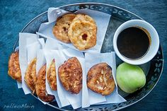 Frittelle di Mele, Apfel Beignets mit Karamelsauce