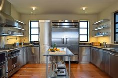 One of the keys to creating a sleek modern kitchen is metal kitchen cabinets. Stainless steel cabinets can look futuristic or vintage, industrial or rustic. Stainless Steel Kitchen Design, Industrial Kitchen Design, Stainless Steel Countertops, Contemporary Kitchen Design, Kitchen Countertops, Farmhouse Contemporary, Kitchen Appliances, Soapstone Countertops, Metal Kitchen Cabinets