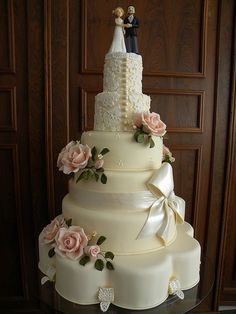 Roses, Lace & A Bow Wedding Cake