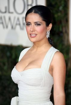 Salma Hayek Photos - Celebs arrive on the red carpet for the Annual Golden Globes Award at the Beverly Hilton Hotel. - Red carpet arrivals for Annual Golden Globe Awards Beautiful Celebrities, Beautiful Actresses, Gorgeous Women, Gorgeous Lady, Beautiful Beach, Simply Beautiful, Golden Globe Award, Golden Globes, Salma Hayek Body