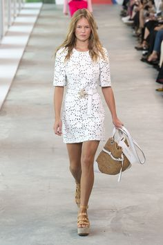 Michael Kors Collection Spring 2019 Ready-to-Wear Fashion Show Collection: See the complete Michael Kors Collection Spring 2019 Ready-to-Wear collection. Look 10 Fashion Over 50, Fashion Week, New York Fashion, Runway Fashion, Spring Fashion, Autumn Fashion, Classy Casual, Michael Kors Collection, Trends