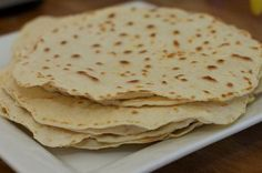 Home made tortilla wraps I Love Food, Good Food, Yummy Food, Tortilla Wraps, Homemade Chicken And Dumplings, Go For It, Cooking Recipes, Healthy Recipes, Taco
