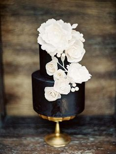 Black Gold Wedding Black wedding cake with white sculpted flowers - love the contrast - Fine Art Film Photography Workshop Black Wedding Cakes, Beautiful Wedding Cakes, Gorgeous Cakes, Pretty Cakes, Wedding Black, Cake Wedding, Black Weddings, Wedding Ceremony, Black White Cakes