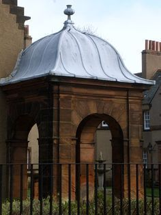 So that's an ogee roof Garden Structures, Outdoor Structures, Roof Dome, Roof Cap, Roof Shapes, English Country Style, Metal Canopy, Roof Design, Concave