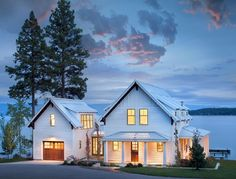 awesome 60 Beautiful Modern Farmhouse Exterior Design homedecort.com/...