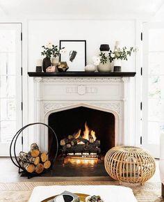 40 Best Modern Farmhouse Fireplace Mantel Decor Ideas 33 – Home Design Fireplace Mantel Decor, Home Decor Inspiration, Home Living Room, Cozy Fireplace, Cozy House, Home Decor, House Interior, Interior Design, Fireplace