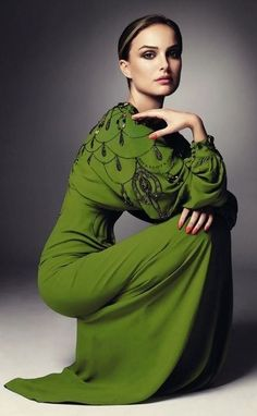actress, Natalie Portman in a pretty green dress. Beautiful Gowns, Beautiful Outfits, Beautiful People, Gorgeous Dress, Beautiful Women, Looks Street Style, Looks Style, Traje Black Tie, Moda Plus Size
