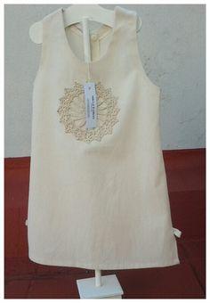Antonia's Dress - Vestido de lienzo con aplique antiguo. Abertura en la espalda con broches. Comprar o consultar en  Facebook MICCA  HELLERS o Mercado Libre