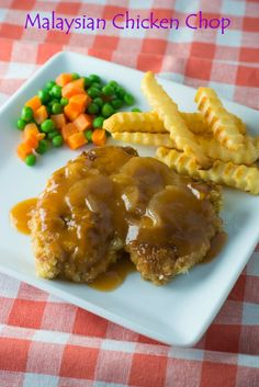 Malaysian Chicken Chop - fried battered chicken covered in a delicious tomato based sauce. A Malaysian favourite. Chicken Chop Recipe, Chicken Recipes, Chicken Menu, Wok, Asian Recipes, Ethnic Recipes, Chinese Recipes, Chinese Food, Malaysian Food