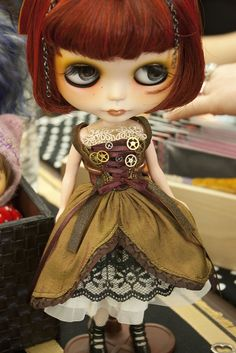 I don't like the dark under eye but LOVE the steampunk costume #blythe #steampunk