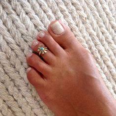 Un anneau d'orteil belle et réglable en laiton sertie de turquoise. Peut être utilisé comme bague supérieure.