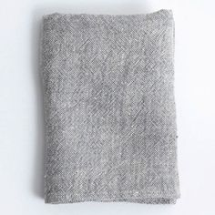 small bathroom idea: replace thick cotton towels with quick-drying and lightweight linen towels