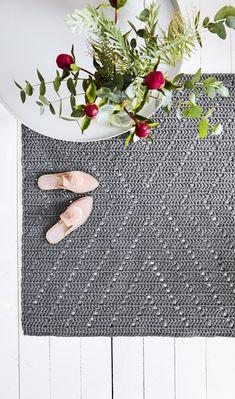 Second Hand Red Carpet Runner Product Brown Carpet Bedroom, Beige Carpet, Diy Carpet, Patterned Carpet, Stair Carpet, Carpet Ideas, Crochet Carpet, Crochet Home, Carpets For Kids