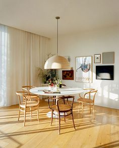 Combining different shades of wood. Mixing wood with wood done right! https://emfurn.com/collections/eero-saarinen