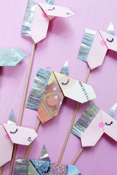 A fancy idea for money gifts: folded origami unicorns! On Mad … - DIY Origami Diy Origami, Origami Mobile, Origami Fish, Origami Design, Origami Tutorial, Origami Paper, Money Origami, Diy Tutorial, Diy And Crafts