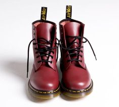 Google Image Result for http://www.brandchannel.com/home/image.axd%3Fpicture%3D2010%252F3%252Fdr%2Bmartens.png