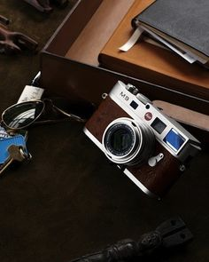 Limited to a worldwide edition of just the Leica Neiman Marcus Edition is the only camera that combines the classic Leica M shooting experience with the latest digital technology. It also costs Ah, one can only dream. Leica Camera, Rangefinder Camera, Leica M, Camera Gear, Neiman Marcus, Old Cameras, Vintage Cameras, Accessoires Photo, Classic Camera