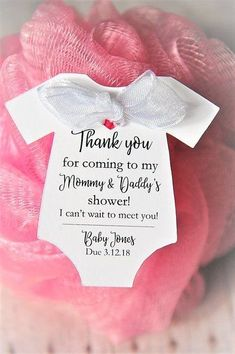 Click the link to learn more about personalized baby shower favors; Baby Shower girls should try to avoid having obvious tan lines. You may want to get tan prior to deciding to baby shower, but tan lines can be distracting. Cadeau Baby Shower, Deco Baby Shower, Cute Baby Shower Ideas, Baby Shower Tags, Baby Shower Prizes, Shower Bebe, Baby Shower Party Favors, Baby Shower Gender Reveal, Baby Shower Themes