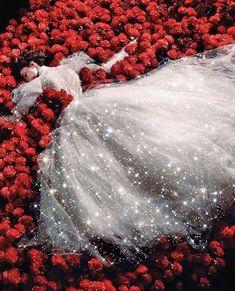 𝕮𝖔𝖈𝖔 𝕽𝖔𝖈𝖍𝖆 (@cocorocha) posted on Instagram • Nov 16, 2019 at 10:07pm UTC High Fashion Photography, Glamour Photography, Editorial Photography, Wedding Photography, Lifestyle Photography, Romantic Woman, Vogue China, Vogue Japan, Linda Evangelista