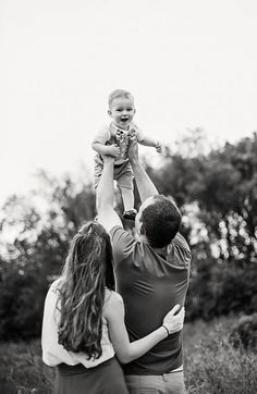 38 Ideas photography baby family parents for can find Family pictures and more on our Ideas photography baby family parents for 2019 Cute Family Photos, Family Photos With Baby, Family Picture Poses, Family Photo Outfits, Family Photo Sessions, Family Photo Shoot Ideas, Family Of 3, Family Photo Shoots, Family Christmas Photos