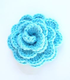 A pinner wrote:  Think I will make a red one to put on the hat I am making.  Giant Crocheted Rosette Flower ~ http://www.lionbrand.com/patterns/chs-rosettes.html?noImages= (You have to log in to view the pattern)
