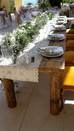 Romantic wedding table decoration on lovely wedding in Villa by the sea.