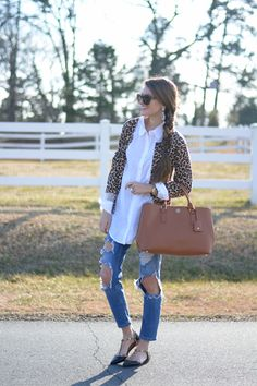 valentino look-alike flats Sporty Outfits, Cute Outfits, Fashion Outfits, Fashion Trends, Trending Fashion, Work Casual, Casual Chic, Southern Curls And Pearls, Leopard Print Outfits