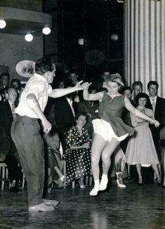 The music goes round. Swing Jazz, Swing Dancing, Ballroom Dancing, Girl Dancing, Shall We Dance, Lets Dance, Dance Photography, Vintage Photography, Rockabilly Rebel
