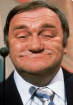 Looks can be deceiving Les Dawson, What Is English, British Comedy, English Comedy, British Actors, Cartoon Tv Shows, Comedy Tv, Old Tv Shows, Vintage Tv