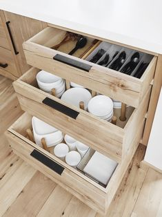 Steal These Kitchen Organizing Tips from an Interior Design Pro Here's how HGTV host, stylist, and best-selling author Emily Henderson organized her new mountain house kitchen. Kitchen Drawer Organization, Home Organization, Organizing Tips, Cabinet Storage, Cabinet Space, Kitchen Cabinet Design, Organizing Kitchen Drawers, Kitchen Pull Out Drawers, Pull Out Cabinet Drawers