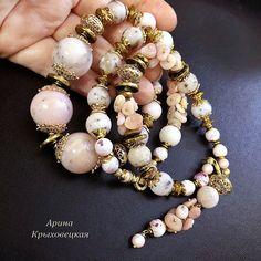 Набор трёх браслетов «Опаловый фламинго» с опаловой кисточкой Розовые фламинго в золотых бликах восхода… Шикарные розовые перуанские опалы превосходного качества, разного размера от 12 мм до 20 мм. Редкие и шикарные камни, качественные и энергетически наполненные.  #браслет #розовыйопал #перуанскийопал #качественныекамни #гематитзолотой #фурнитура18к #Розовыйагат #стильныйдизайн #роскошь #уникальноеукрашение #эксклюзив #ручнаяработа Jewelry Bracelets, Photo And Video