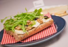Belegd broodje met Brie en walnoten