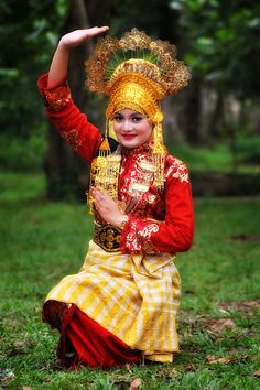 Beautiful Indonesian Girl in the beauty traditional dress | #Indonesia , #SouthEast #Asia